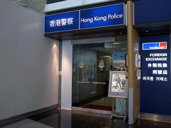 香港警察 - 香港国際空港 T1・6F出発フロア