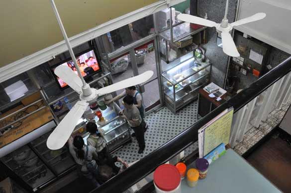 2階から1階を望む - 旺角・中国冰室