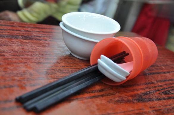 コップ、お箸、レンゲとお椀 - 四季煲仔飯