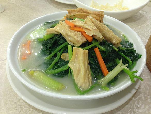 魚湯枝竹浸時蔬 季節の野菜と湯葉の魚スープの煮浸し(鳳城レストラン)