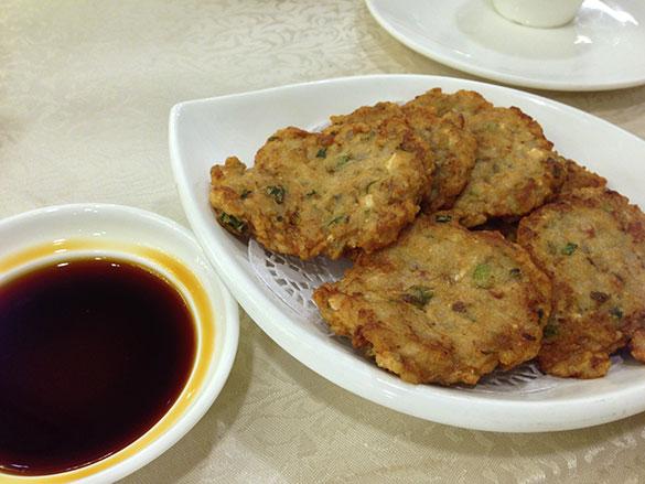 順德蓮藕餅 レンコンと魚のつみれ揚げ(鳳城レストラン)
