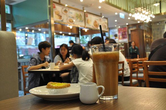 エッグタルトとミルクティ - 泰昌餅家が手がけるカフェ T CAFÉ 1954