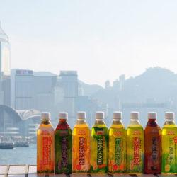 香港のスーパーマーケットに並ぶ漢方飲料を飲み比べ