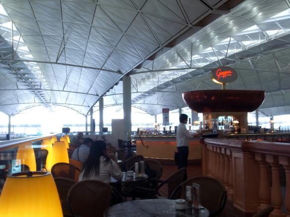 香港国際空港でごはん!