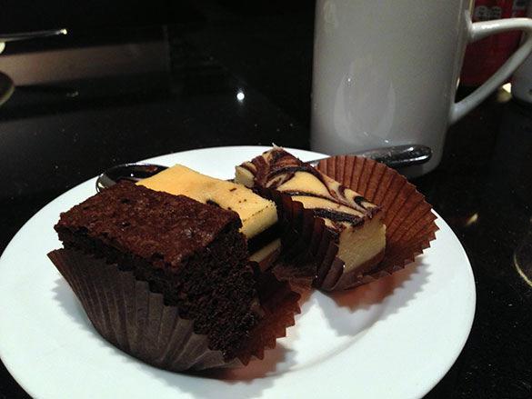 ケーキ - 香港国際空港 到着ラウンジ「プラザプレミアムラウンジ」